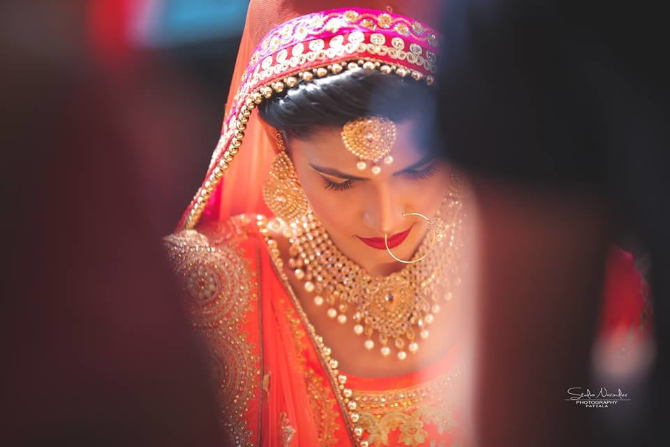 Golden Pearl Hanging Bridal Jewellery by Sourab Sharma Wedding-photography Bridal-jewellery-and-accessories | Weddings Photos & Ideas