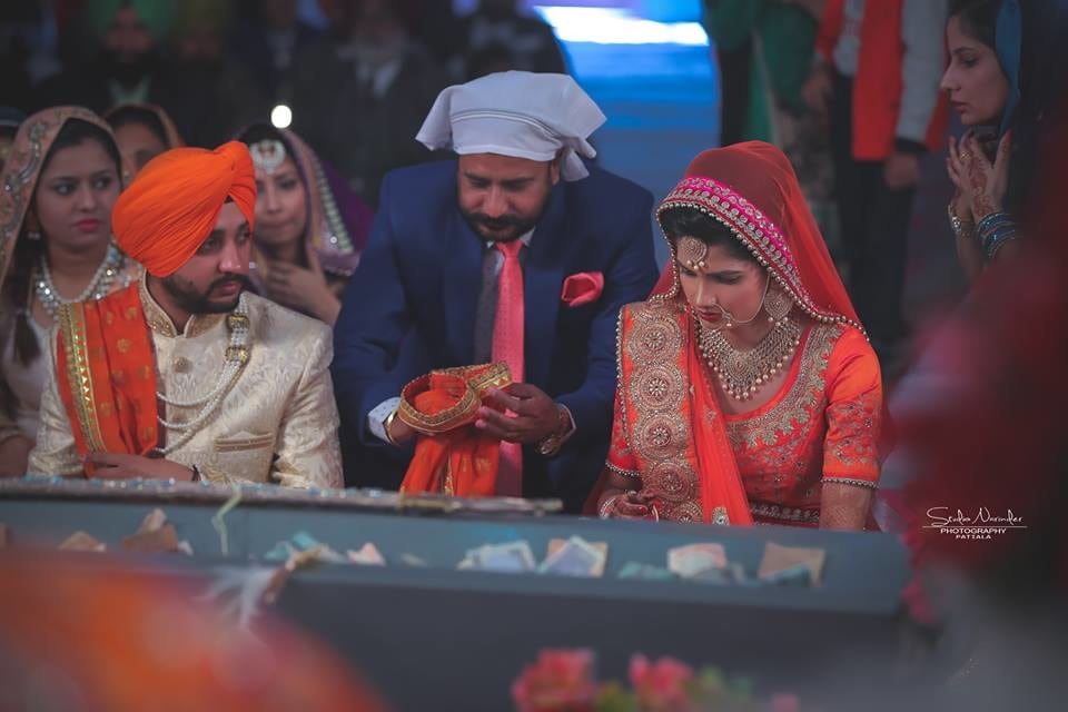 Candid Shot Sikh Of Bride And Groom Amidst Tying A Knot by Sourab Sharma Wedding-photography | Weddings Photos & Ideas
