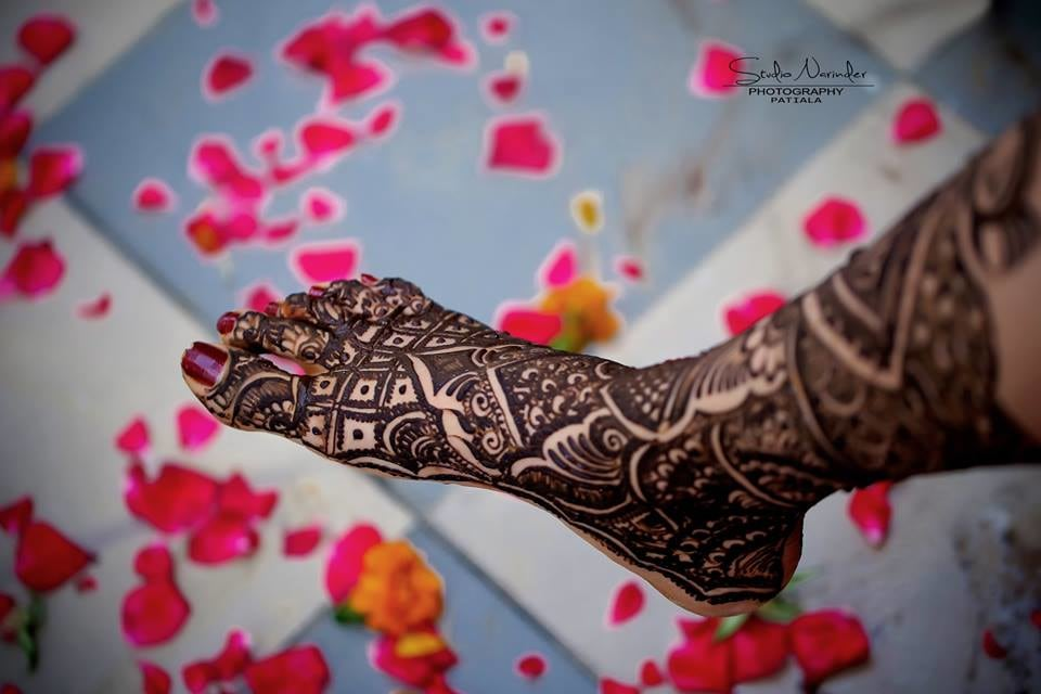 Detailed Bridal Mehendi Design For Feet by Sourab Sharma Bridal-mehendi | Weddings Photos & Ideas
