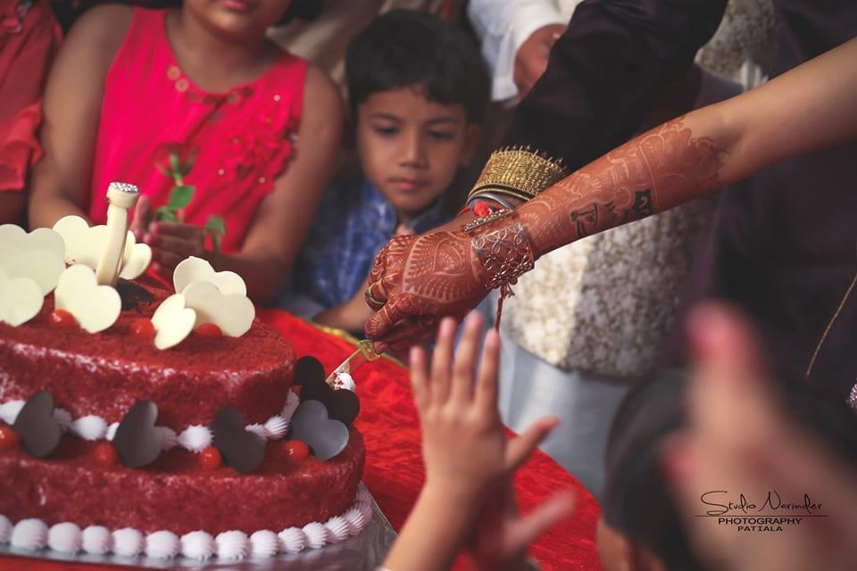 Cake cutting !! by Studio Narinder Photography Wedding-photography | Weddings Photos & Ideas