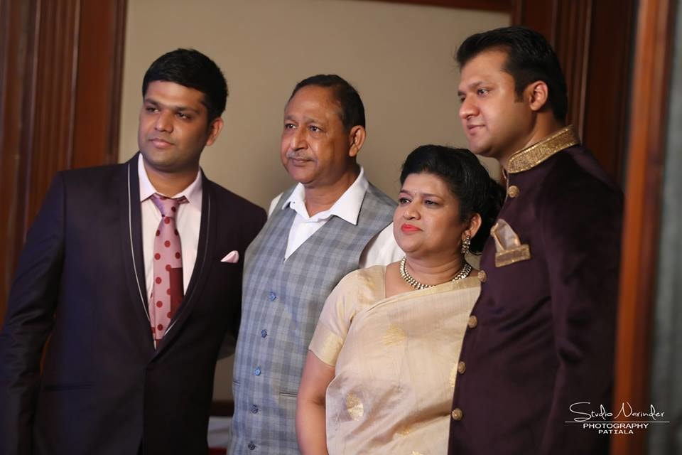 Family pictures !! by Studio Narinder Photography Wedding-photography | Weddings Photos & Ideas