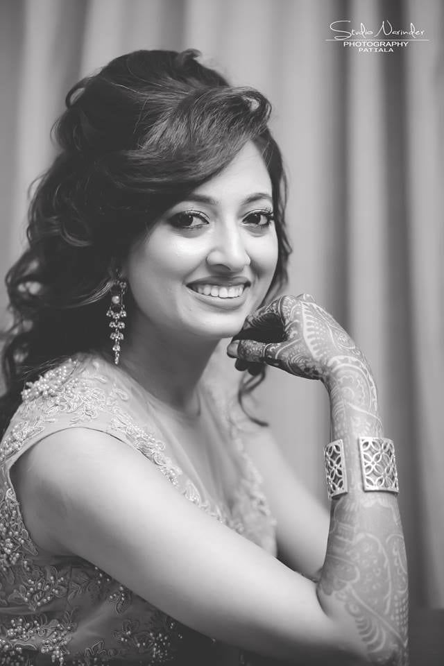 Black And White Shot Of Bride Highlighting Her Best Features by Sourab Sharma Wedding-photography | Weddings Photos & Ideas