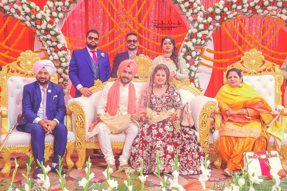 A Conventional Family Shot Of A Typical Sikh Bridegroom by Sourab Sharma Wedding-photography | Weddings Photos & Ideas