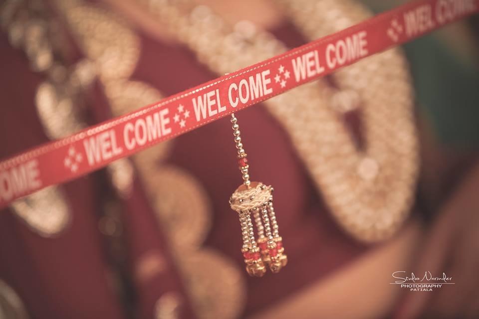 The waiting ribbon ! by Studio Narinder Photography Wedding-photography | Weddings Photos & Ideas
