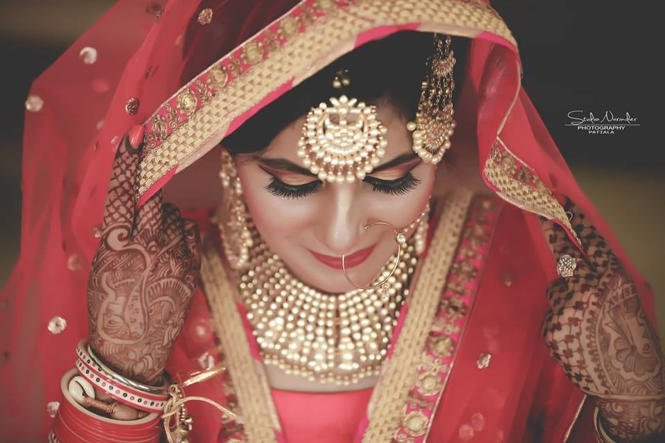 Magnificent Golden Kundan And Polki Mang-Tikka by Sourab Sharma Wedding-photography Bridal-jewellery-and-accessories | Weddings Photos & Ideas
