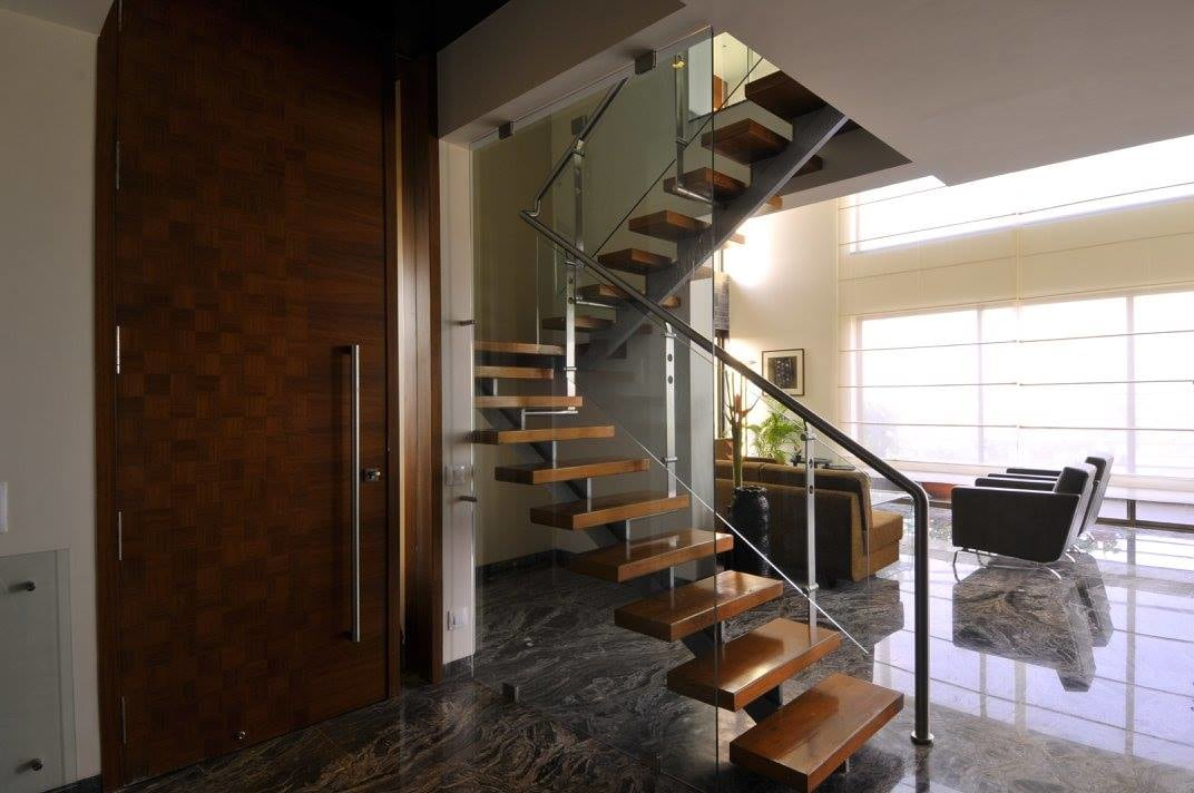 Modern staircase with marble flooring by Midas Dezign - The Golden Touch Indoor-spaces Modern | Interior Design Photos & Ideas