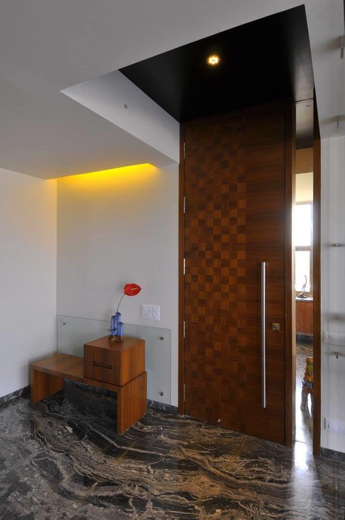 Modern hallway with marble flooring by Midas Dezign - The Golden Touch Indoor-spaces Modern   Interior Design Photos & Ideas