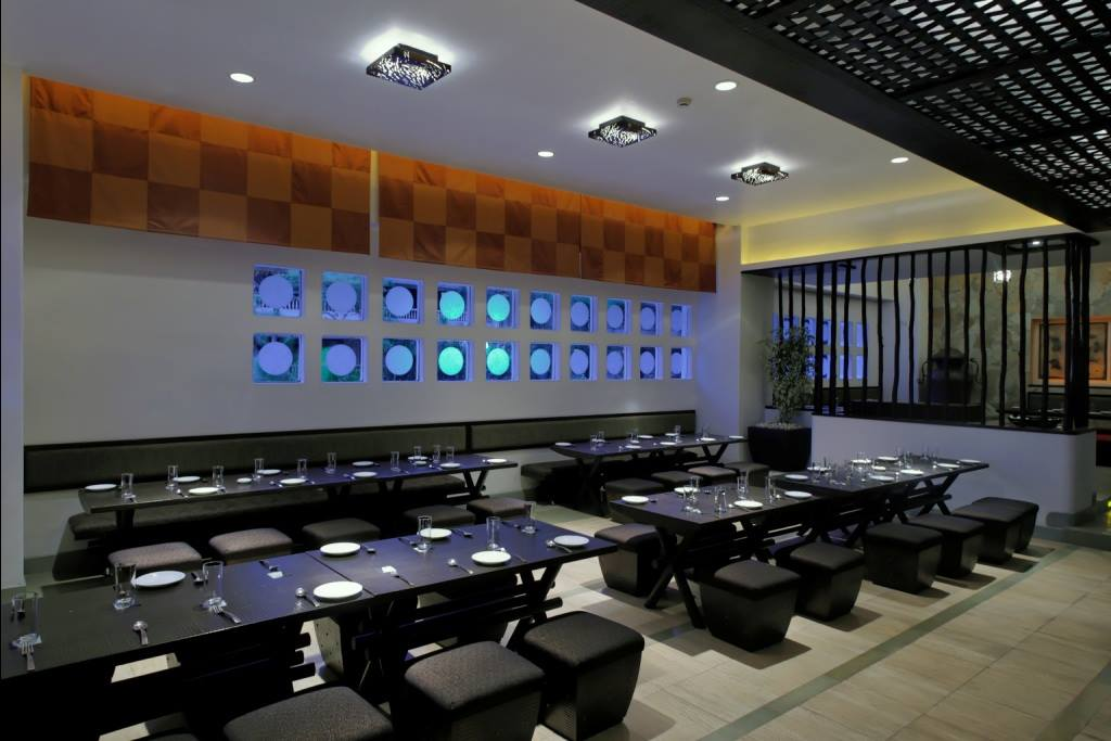 Modern fine dining restaurant by Midas Dezign - The Golden Touch Modern | Interior Design Photos & Ideas