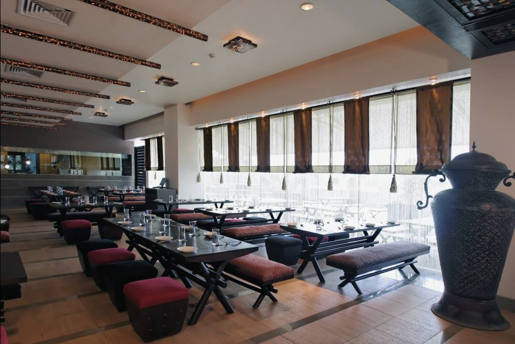 Contemporary restaurant by Midas Dezign - The Golden Touch Contemporary | Interior Design Photos & Ideas