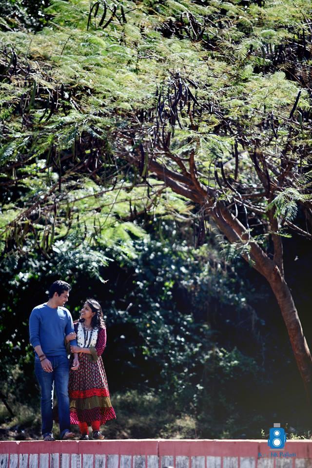 A couple under the tree! by Kkarthik Pallati photography Wedding-photography | Weddings Photos & Ideas