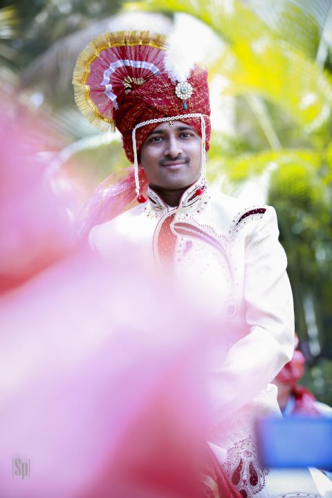 Traditional Marathi Maroon Turban With Kilangi Brooch by Sameer Panchpor Wedding-photography Groom-wear-and-accessories | Weddings Photos & Ideas