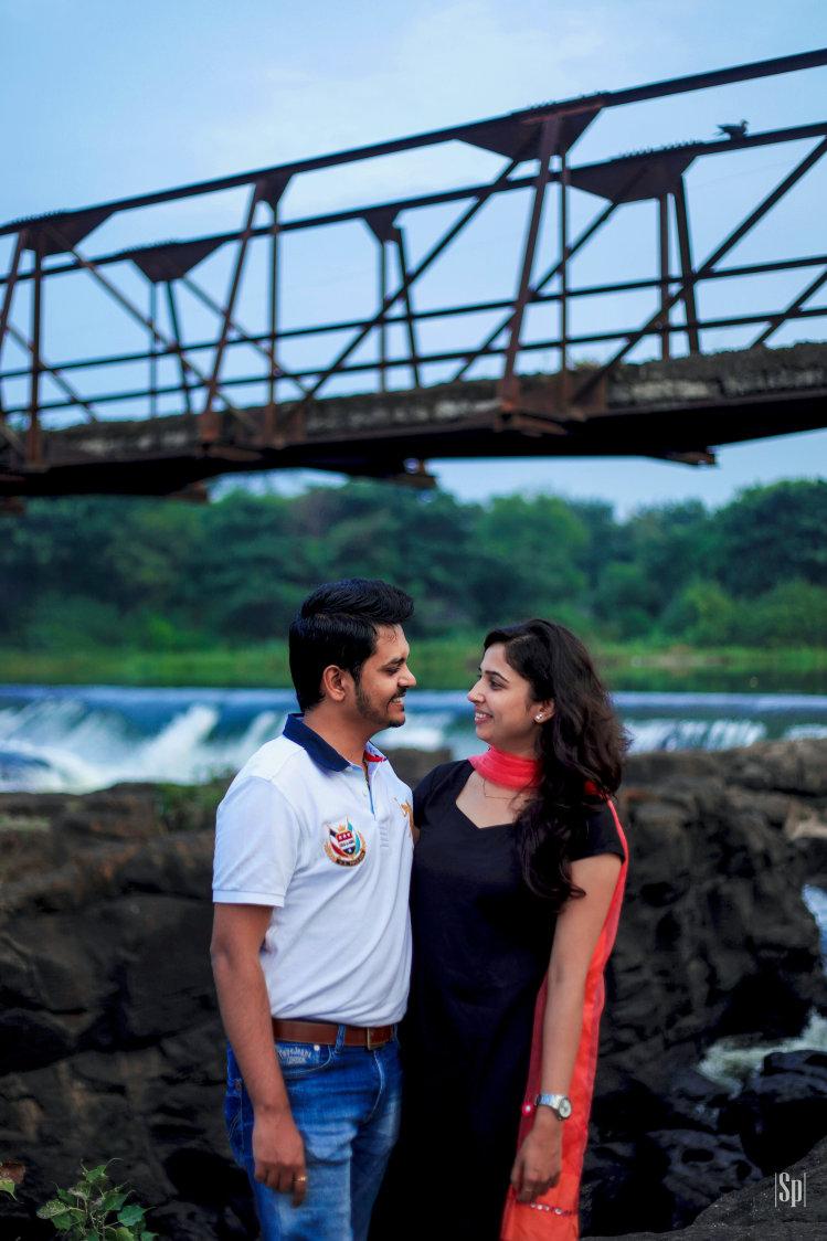 Stunning Bridge Backdrop For Pre-Wedding Shoot by Sameer Panchpor Wedding-photography | Weddings Photos & Ideas