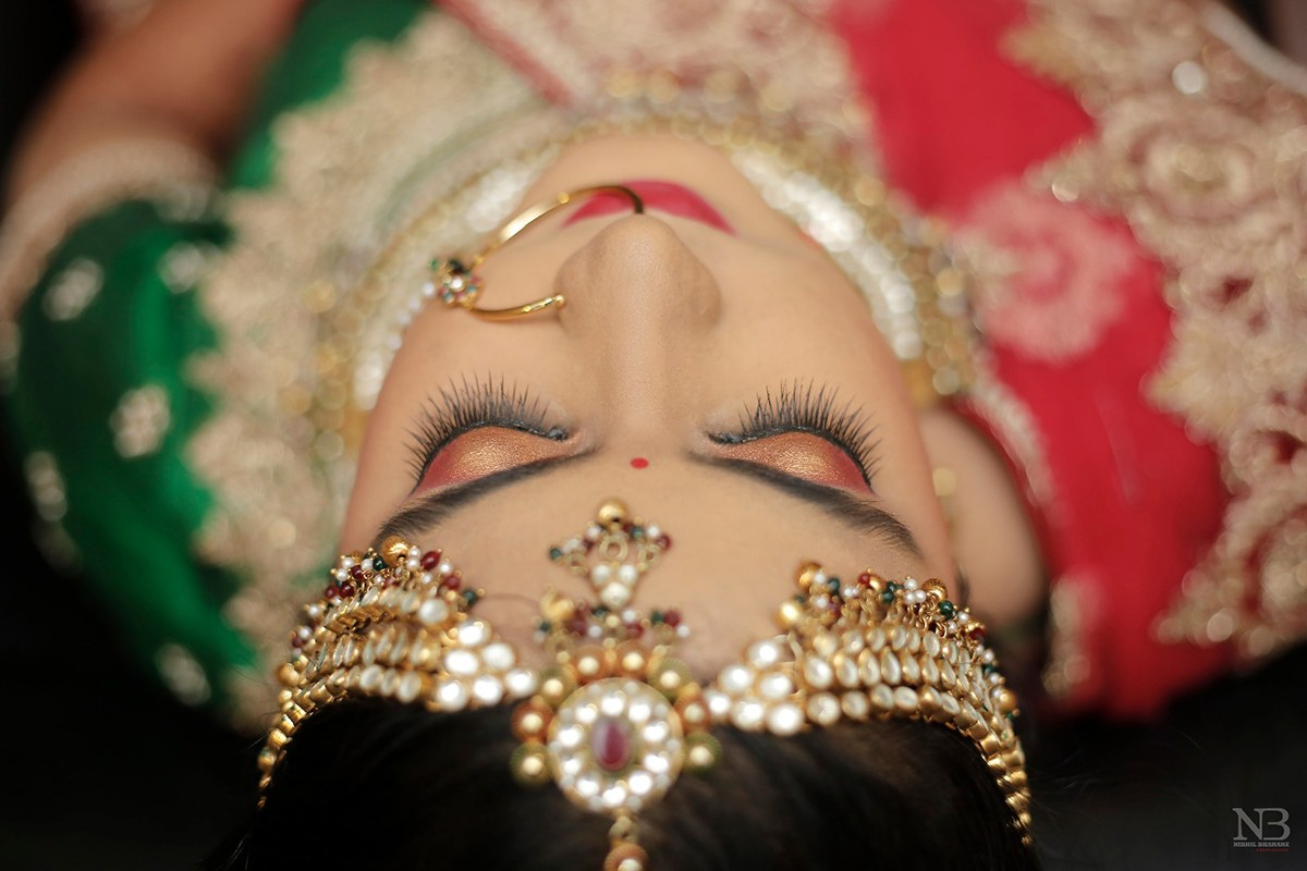 Glittery Bronze Eye Makeup Complementing Well With The Golden And Red Jewellery by Nikhil Y. Bharane Wedding-photography Bridal-makeup | Weddings Photos & Ideas