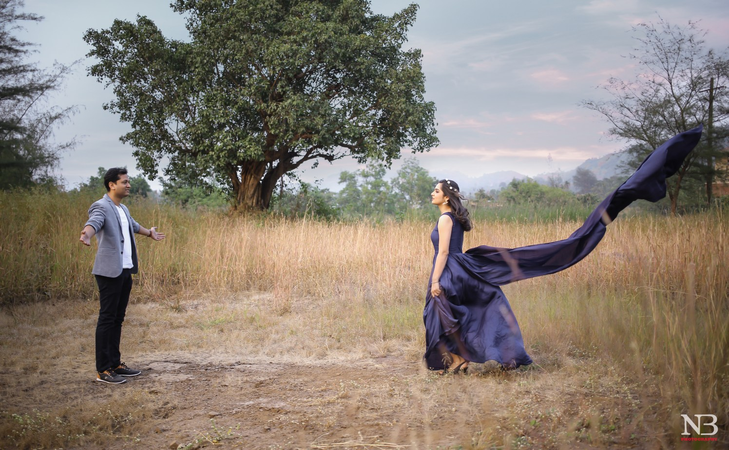 A Romantic Bollywood Style Pre-Wedding Shoot In Field by Nikhil Y. Bharane Wedding-photography | Weddings Photos & Ideas