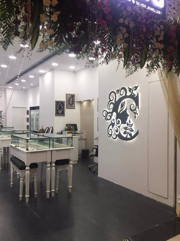 Modern Jewelry Showroom by avinash penjuru  Modern | Interior Design Photos & Ideas