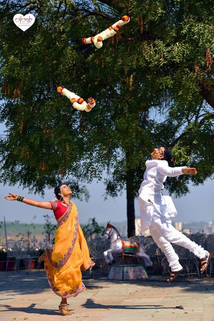 Up in the air by VIVAH PHOTOS Wedding-photography | Weddings Photos & Ideas
