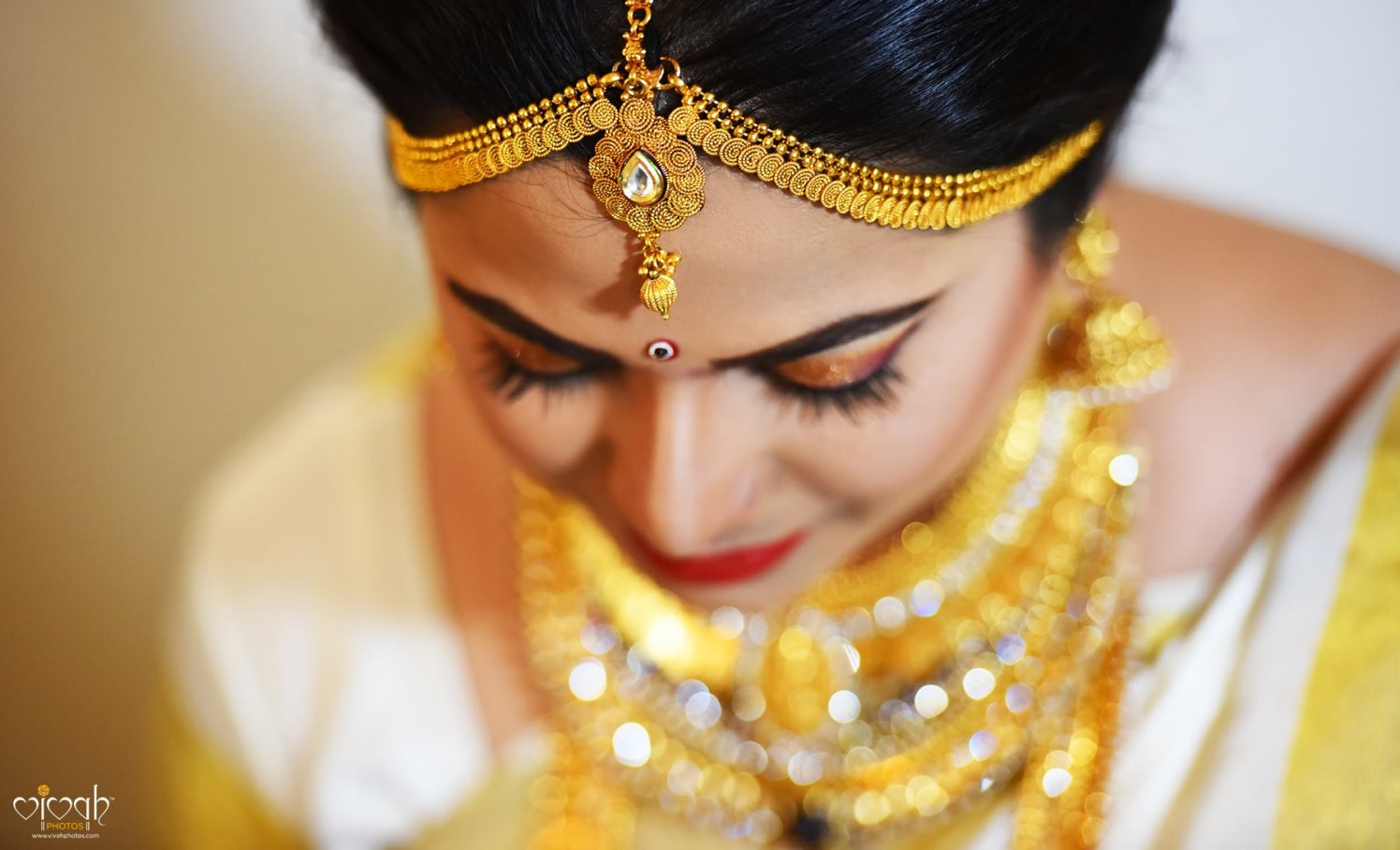 Gilded head adjunct by VIVAH PHOTOS Wedding-photography | Weddings Photos & Ideas