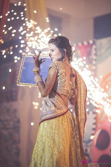 Dancing hues! by Munna Vaddi Photography Wedding-photography | Weddings Photos & Ideas