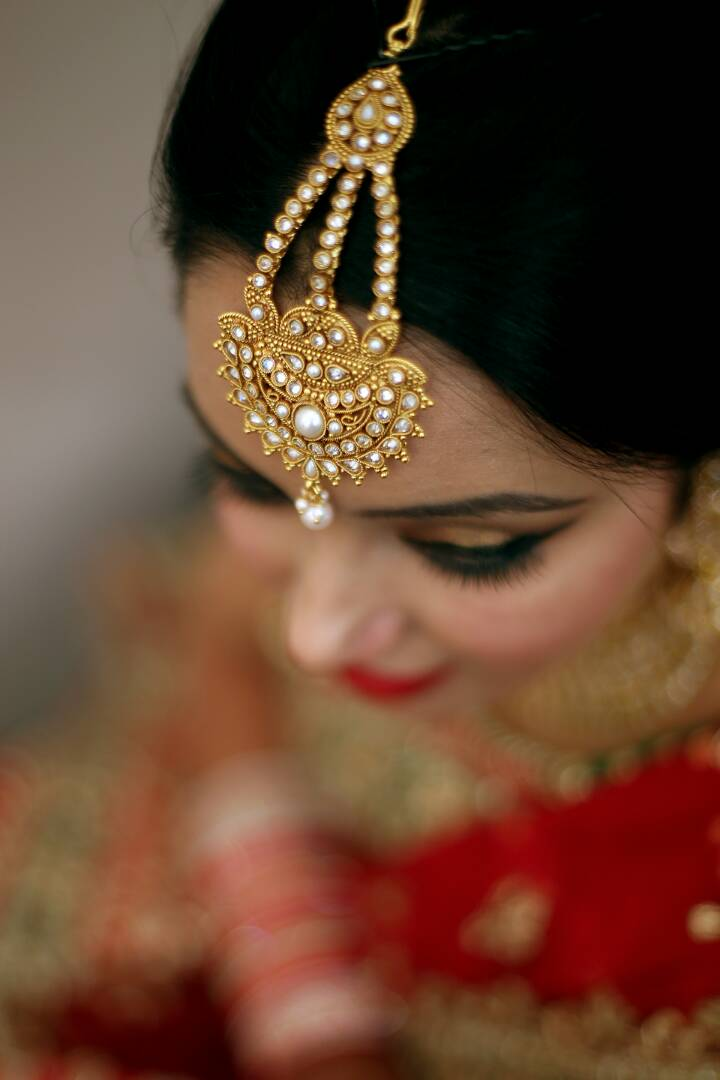 The bride showing off her extravagant pearl jewellery by Proffesional Photographer Wedding-photography | Weddings Photos & Ideas