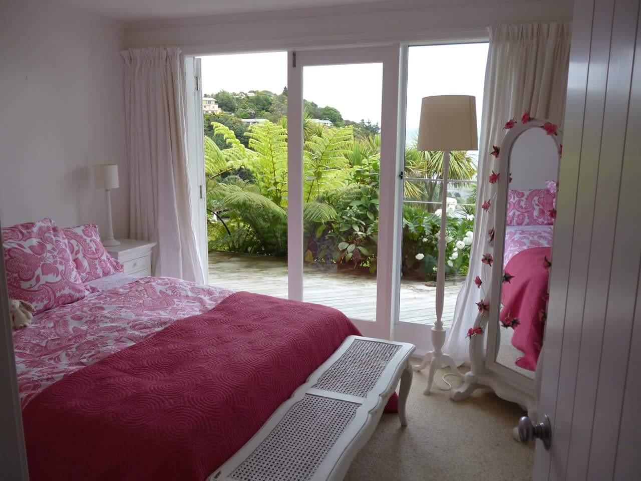 A pink bedroom! by Makan interiors & decorators Bedroom | Interior Design Photos & Ideas