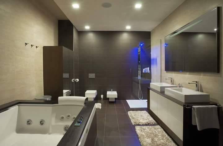 Modern Bathroom! by Makan interiors & decorators Bathroom   Interior Design Photos & Ideas