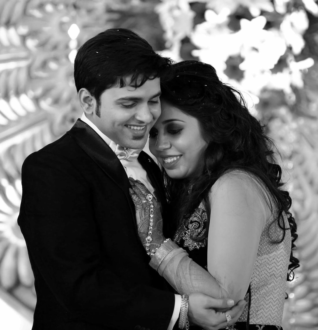 Romantic Bride and Groom Pose by Karan Meghnani Photography Wedding-photography | Weddings Photos & Ideas