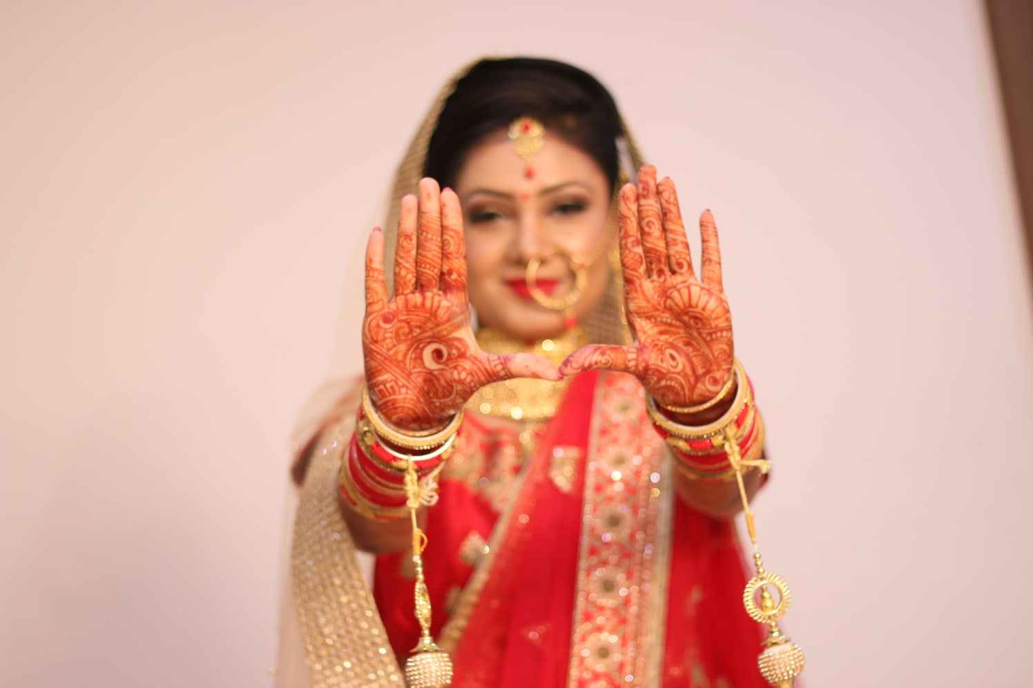 Bride Showing Off Her Mehendi by Krishna Photography Wedding-photography Bridal-mehendi | Weddings Photos & Ideas