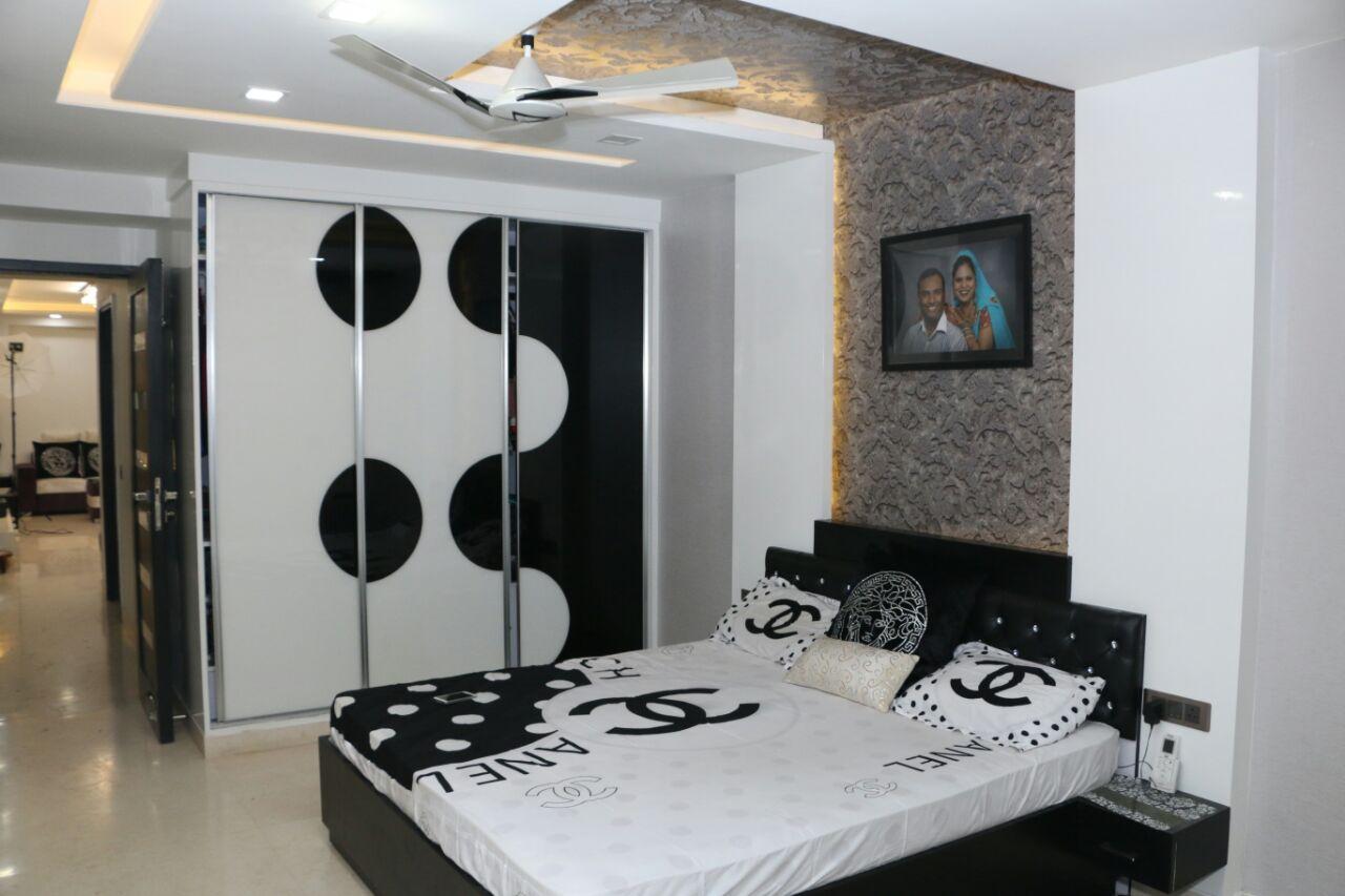 Black And White Shade Wardrobe In Bedroom by Abhinav Gupta Bedroom Contemporary | Interior Design Photos & Ideas