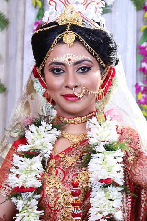 A regal bride wearing exquisite jewellery! by BACKDROP Wedding-photography | Weddings Photos & Ideas