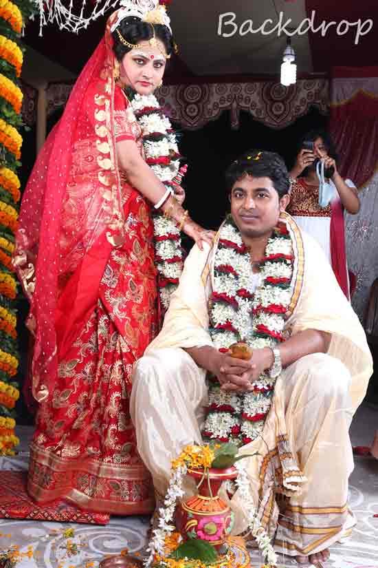 A beautiful bengali couple! by BACKDROP Wedding-photography | Weddings Photos & Ideas