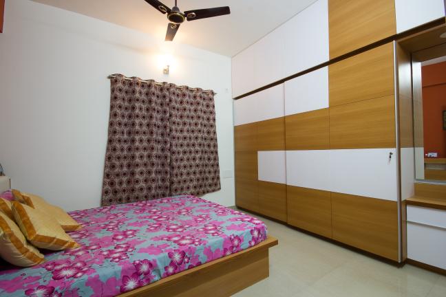Comfortable and cozy bedroom by Studio de ismation  Bedroom Contemporary   Interior Design Photos & Ideas