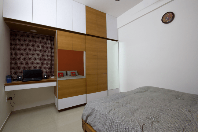 Spacious bedroom with brown cupboard by Studio de ismation  Bedroom Contemporary | Interior Design Photos & Ideas