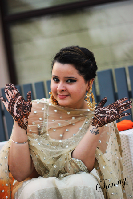 Bride Showing Off Her Mehendi by Sunny  Wedding-photography | Weddings Photos & Ideas