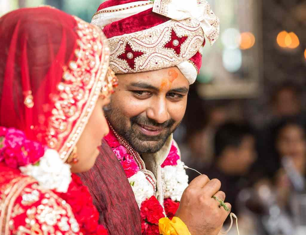 Stealing a glimpse of the beautiful bride by Sagar Makwana Wedding-photography | Weddings Photos & Ideas