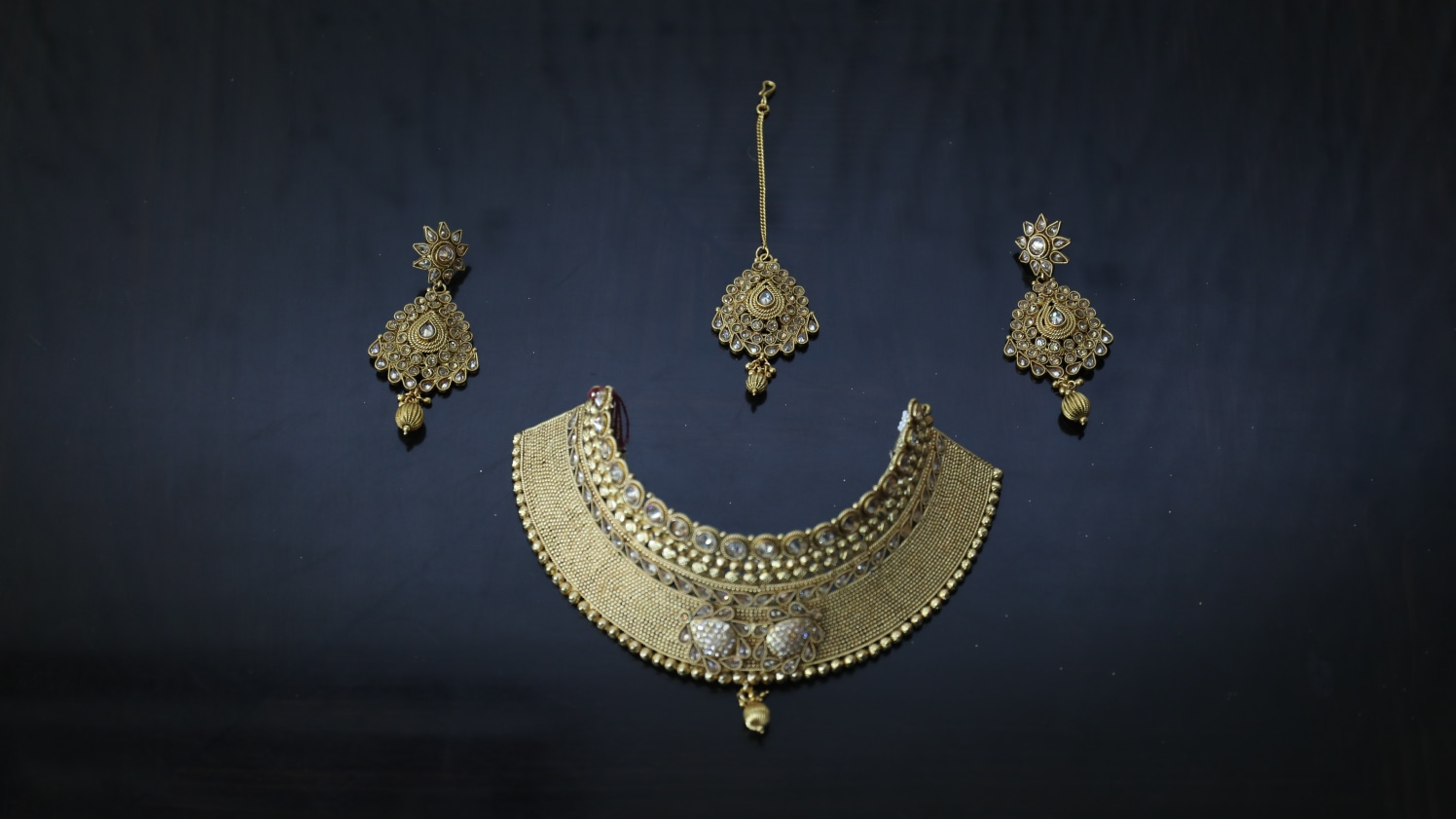 Classic golden jewellery by Sagar Makwana Wedding-photography Bridal-jewellery-and-accessories | Weddings Photos & Ideas