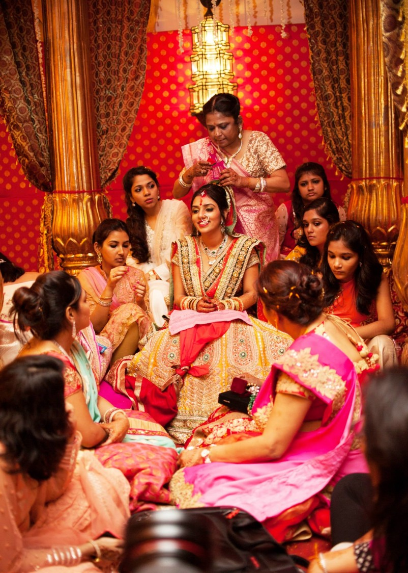 Ladies gather the bride! by Abhishek Sarkar Wedding-photography | Weddings Photos & Ideas
