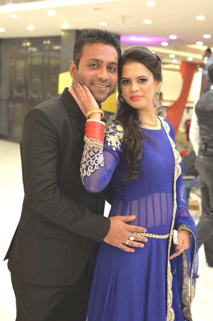 A Beautiful Couple Portrait by Shivam Studio Wedding-photography   Weddings Photos & Ideas