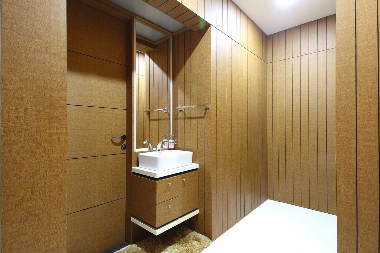 Wooden Themed Bathroom With Marble Flooring by Anshuma Vaidya Bora Bathroom Modern | Interior Design Photos & Ideas
