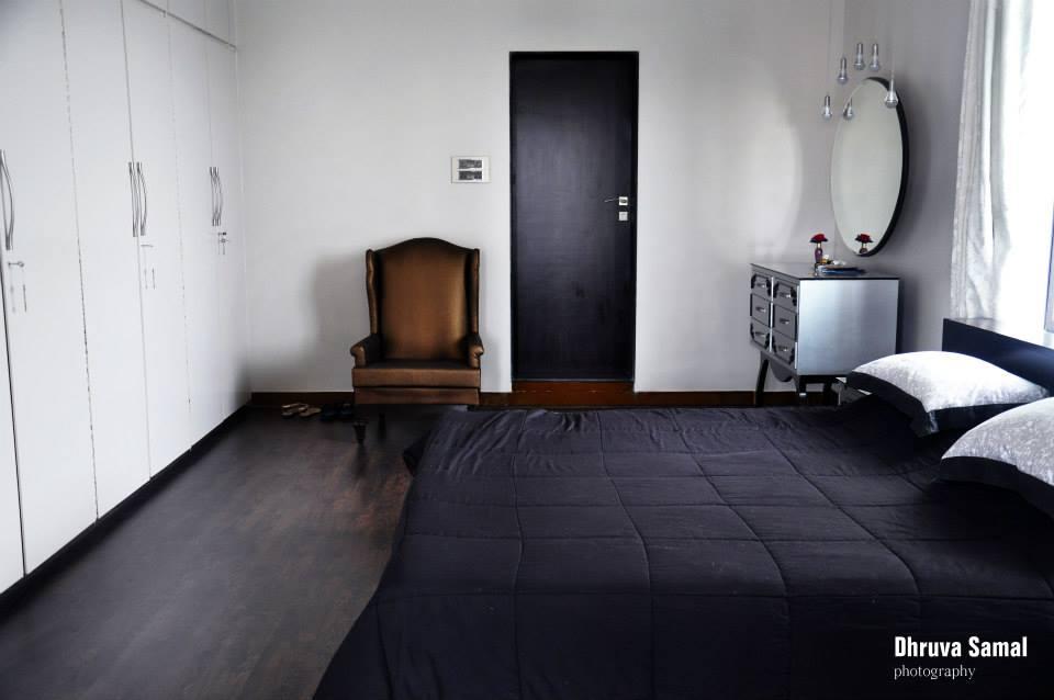 Black Themed Bedroom by Dhruva Samal & Associates