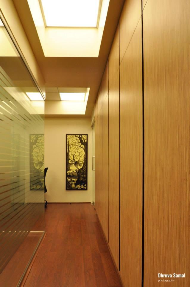 Hallway by Dhruva Samal & Associates Indoor-spaces | Interior Design Photos & Ideas