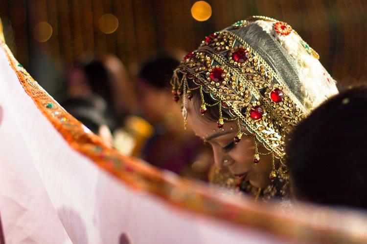 A pretty bride on her wedding day. by Akash Anand Photography  Wedding-photography | Weddings Photos & Ideas