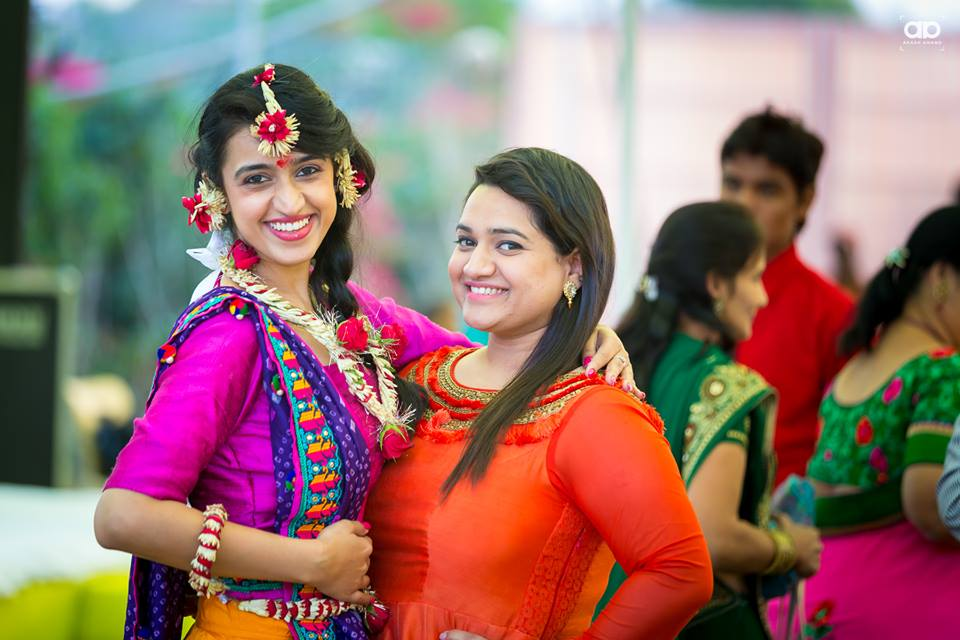 Bride with her friend. by Akash Anand Photography  Wedding-photography | Weddings Photos & Ideas