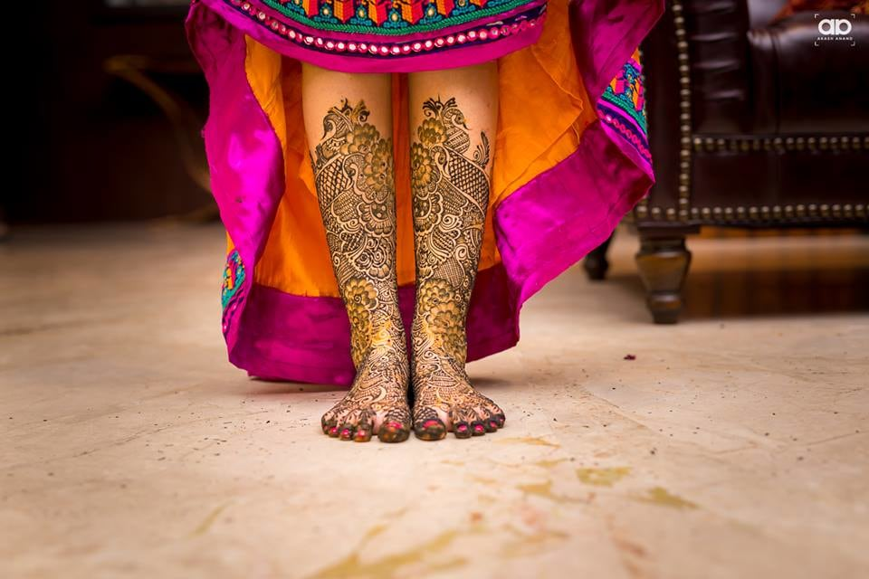 Beautiful feet mehendi of the bride. by Akash Anand Photography  Wedding-photography | Weddings Photos & Ideas