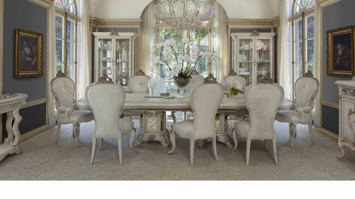 Lavish dining area by Hemant Sahni Dining-room Traditional | Interior Design Photos & Ideas