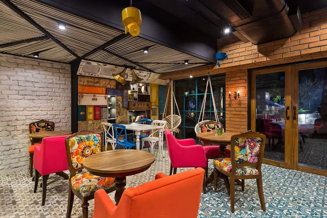 Eclectic siting arrangement with zebra striped false ceilings by Da Namah Design Studio  Eclectic | Interior Design Photos & Ideas