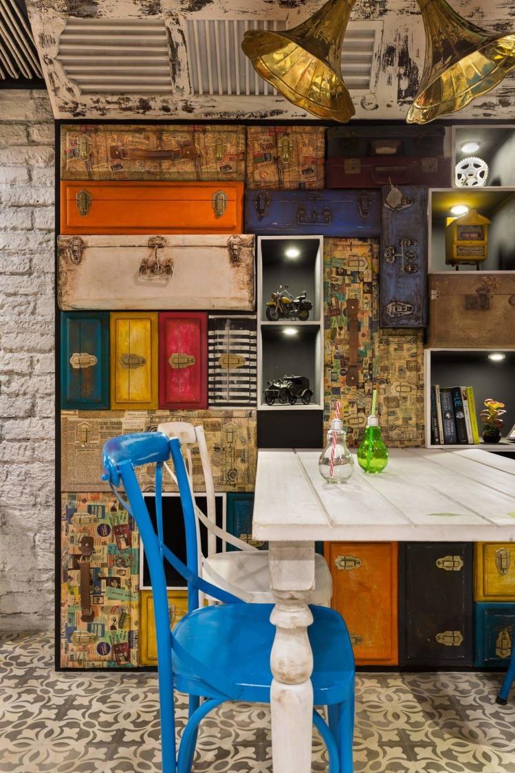 Eclectic wall design by Da Namah Design Studio  Eclectic | Interior Design Photos & Ideas