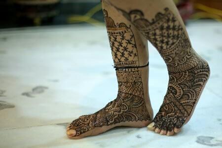 Henna Adorned Feet by Preeti Sharma Wedding-photography Bridal-mehendi | Weddings Photos & Ideas