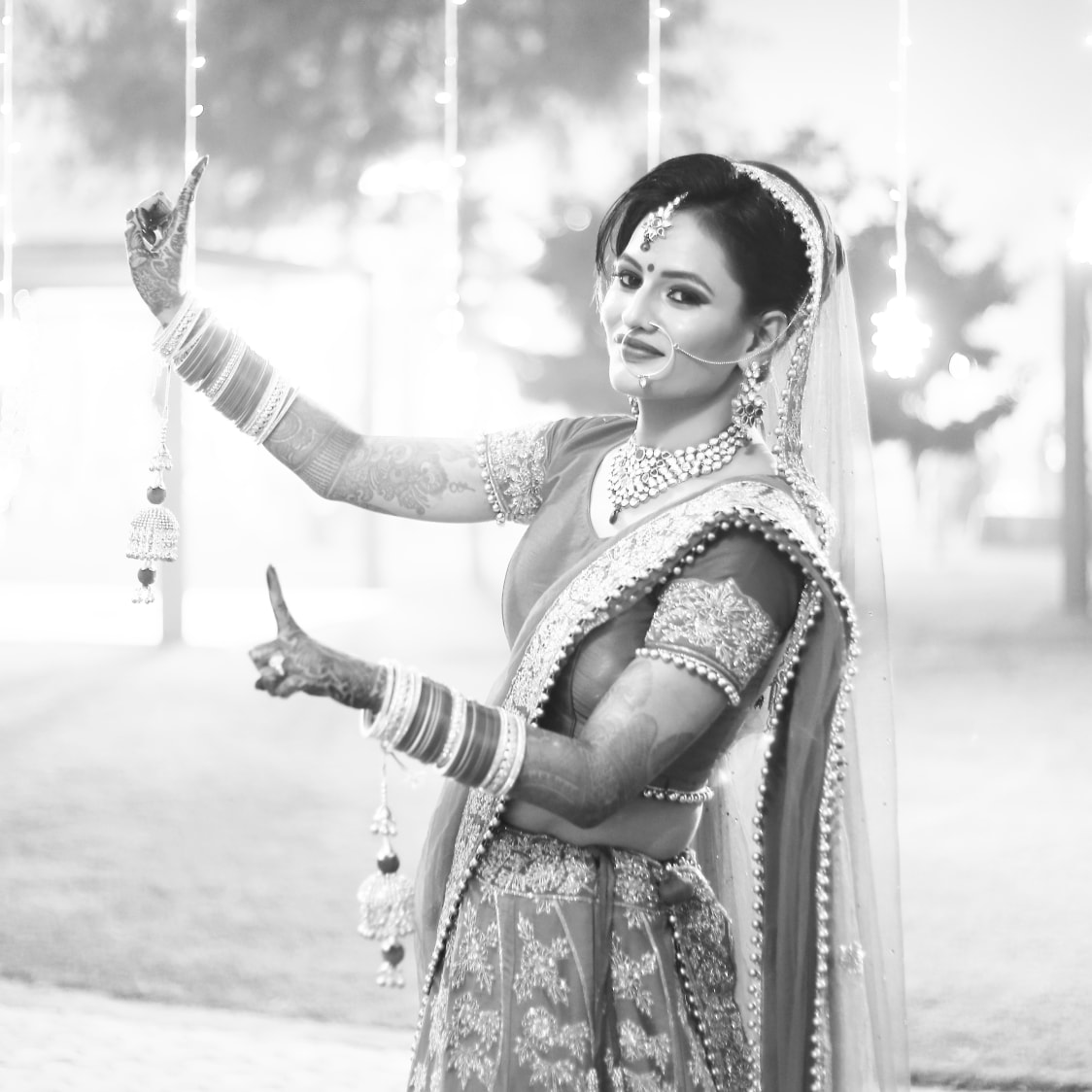 Bride with beauteous charisma and a stunning display of jewelry by Momento Perfecto Wedding-photography | Weddings Photos & Ideas