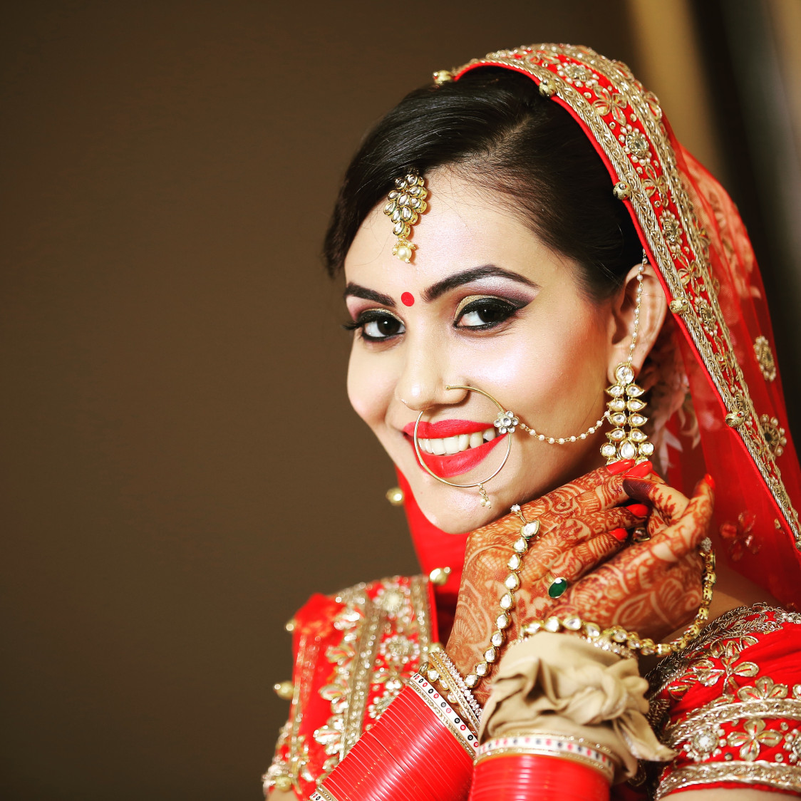 Gorgeous Bride  In Gold Kundan Mang Tikka by Preeti Sharma Wedding-photography Bridal-jewellery-and-accessories Bridal-makeup | Weddings Photos & Ideas