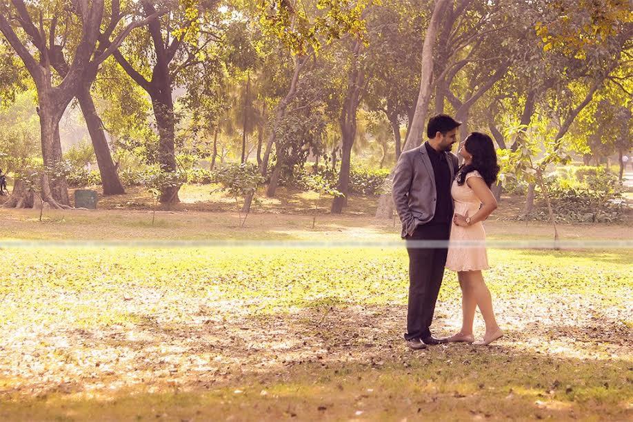 Cute couple by SHUTTER ARENA Wedding-photography   Weddings Photos & Ideas